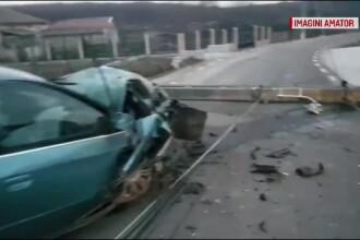 Un șofer a intrat cu mașina într-un stâlp de electricitate. Ce au descoperit polițiștii