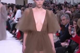 Noua colecție Valentino inspirată de anii '70. Ce materiale propune celebrul deginer