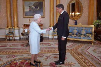 Mister în jurul unor fotografii cu regina Elisabeta II. Ce i-a speriat pe fani