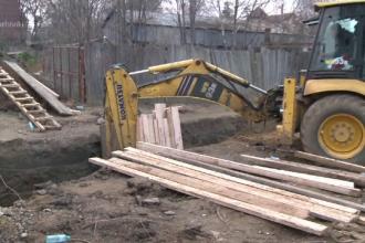 Muncitor din Botoșani, în stare critică după ce s-a surpat un mal de pământ peste el