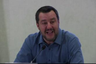 Peste 100 de migranți în pericol, după încă o decizie controversată a lui Matteo Salvini
