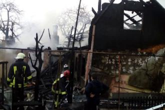 Incendiu puternic în Râşnov. Proprietarul a fost luat de ambulanţă
