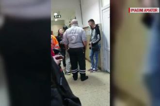 Momentul în care o femeie sparge geamurile Spitalului din Târgoviște. Ce a enervat-o