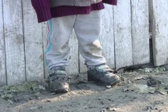 8 copii au fost luaţi din familie de autorităţile din Vaslui. Condiţiile în care erau ţinuţi