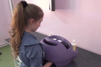 Elevii din Sibiu, atrași cu tehnologie hi-tech pentru a se spăla corect pe mâini