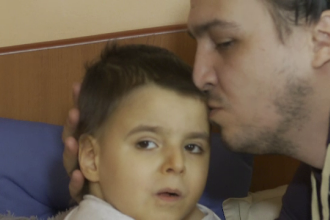 Un escroc a strâns bani în numele unui copil grav bolnav. Cum îl puteți ajuta pe Andrei