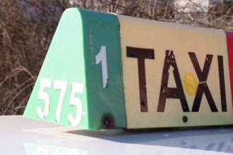 Taximetrist din Botoşani, bătut de 2 clienţi beţi care i-au furat apoi maşina