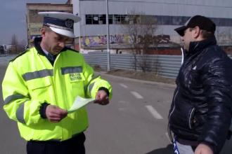 Zeci de şoferi, amendaţi în Braşov şi în Prahova, după ce au fost prinşi la volan fără centură de siguranţă