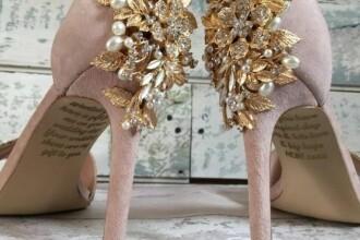 """Mesajul secret primit de o femeie pe pantofii de mireasă de la mama ei decedată: """"Am avut un șoc"""""""