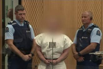 Atacatorul din Noua Zeelandă, acuzat oficial de crimă. Semnul arătat în fața instanței