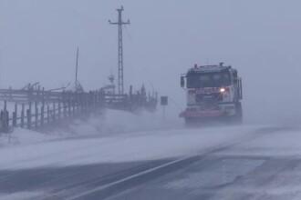 Trafic blocat și mai multe accidente. Iarna a pus stăpânire pe câteva zone din țară