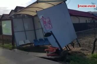 Un şofer băut a distrus cu TIR-ul o staţie de autobuz