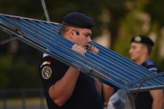 Magistraţi împiedicaţi de jandarmi să protesteze la CAB. Ce decizie au invocat