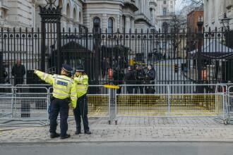 Trei români jefuiau turiști în centrul Londrei dându-se drept polițiști. Metoda lor