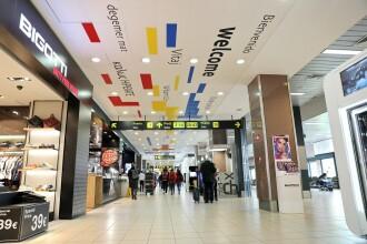 """Mesajul """"Bine ați venit"""", pus pe tavanul de la """"Plecări"""" din Aeroportul Otopeni"""