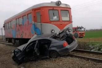 Mașină spulberată de tren, în Olt. Imagini de la locul tragediei