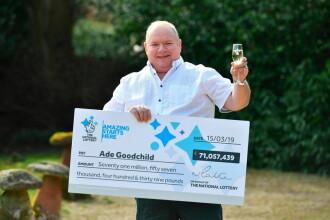 Câştigătorul unui jackpot de 71 milioane € a sărbătorit comandând mâncare la domiciliu