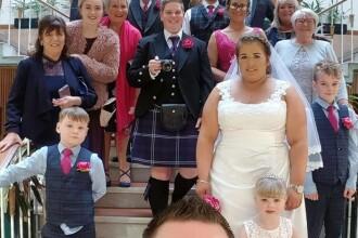 Și-a chemat prietenii la ziua ei, dar aceștia s-au trezit în mijlocul unei nunți. VIDEO