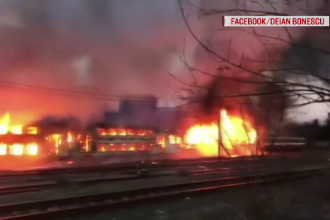 Vagoane de tren din gara Oravița, cuprinse de făcări. Cum a izbucnit incendiul