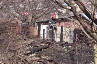 Un bătrân de 79 de ani din Bacău a ars de viu într-un grajd plin cu fân