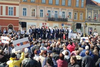 Bătaie cu pumnii și picioarele în timpul mitingului PSD, la Brașov. VIDEO