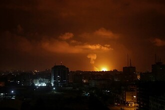 Israelul a atacat Fâşia Gaza, după ce palestinienii au lansat încărcături explozive