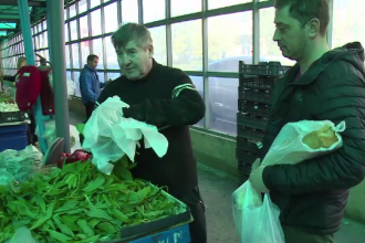 """Planta minune care se vinde cu 10 lei kilogramul. """"E bună la o sută de boli"""""""