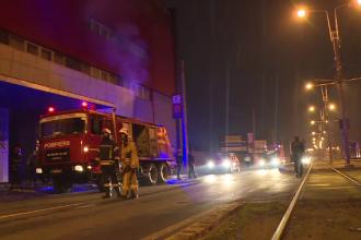 Incendiu la o fabrică din Capitală. Pompierii au intervenit cu 6 autospeciale