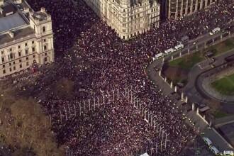 """Mii de susținători ai Brexit au protestat după votul negativ din Parlament: """"Ruşine să vă fie!"""""""