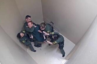 Momentul în care un deținut e bătut crunt și electrocutat de 8 gardieni, în SUA