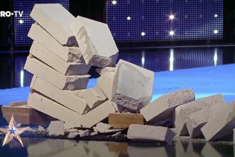 """Moment uimitor la """"Românii au talent"""". 8 cărămizi au fost sparte cu mâna goală. VIDEO"""