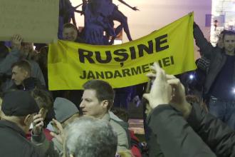 Filmul protestelor de la Universitate. Protestatarii s-au întors cu spatele la jandarmi