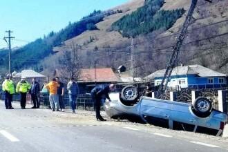Patru persoane rănite într-un accident rutier în Neamț, după o depășire eșuată