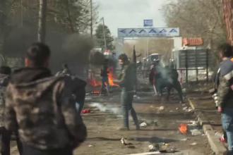 13.000 de migranți la frontiera Greciei. Oamenii au rupt gardul de sârmă și au intrat în țară