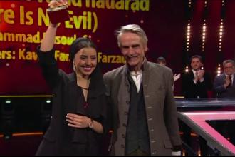 Surpriză la Berlinală: ce film a câștigat Ursul de Aur. Un român, premiat