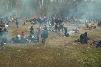 Haos la granița Greciei cu Turcia. Sute de migranți, atacați cu gaze lacrimogene