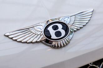 VIDEO. Cum arată noul model Bentley de 2 mil. $ , decorat cu lemn vechi de 5.000 de ani