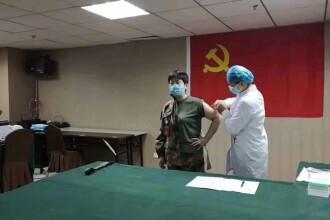 O doctoriță din China s-a lăsat injectată cu un vaccin pentru coronavirus netestat