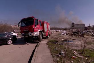 Nou episod de poluare în București. Au ars gunoaie depozitate ilegal