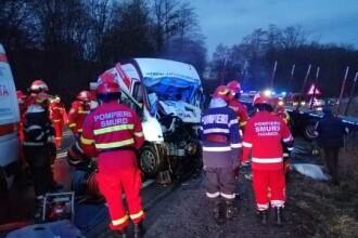 Accident grav în Sibiu, între un TIR și un microbuz. Două persoane au murit