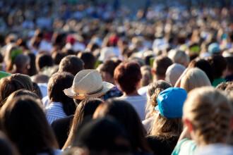 Reguli privind evenimentele la care participă sub 1000 de oameni: meciuri, concerte, mall-uri