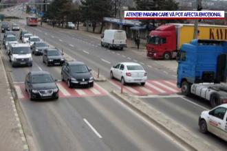 VIDEO. Momentul șocant în care o bătrână este călcată de camion, la Suceava