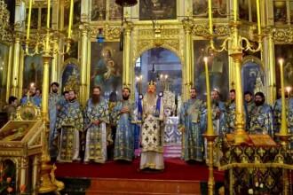 Coronavirus în Constanța: ortodocșii țin slujbele în afara bisericilor, musulmanii le suspendă de tot