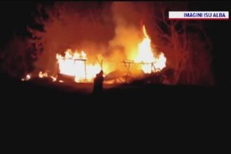 Cabană de lemn, mistuită de flăcări în apropiere de Alba Iulia