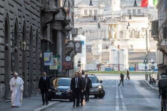 Papa Francisc, singur pe străzile pustii ale Romei. Unde s-a rugat pentru salvarea lumii de coronavirus