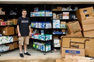 Ce au pățit doi americani care au cumpărat 17.700 de sticle de dezinfectant pentru a scoate profit