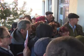 Românii se înghesuie la cozi fără să aibă urgențe. Medicii ne cer să rămânem în case