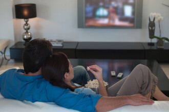 Filme, spectacole sau muzee virtuale. Ce faci acasă în timpul pandemiei de coronavirus