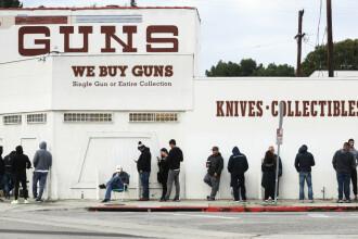 Hârtia igienică nu mai este la mare căutare în SUA. Americanii au făcut cozi la magazinele de arme
