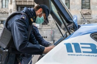 Polițiști baby-sitter, în pandemia de coronavirus